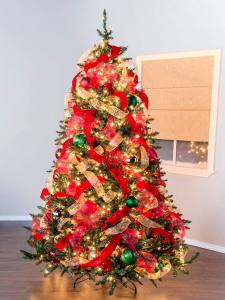 Regal Ribbon Christmas Tree